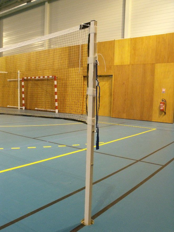 Poteaux de badminton dans gaines – compétition régionale